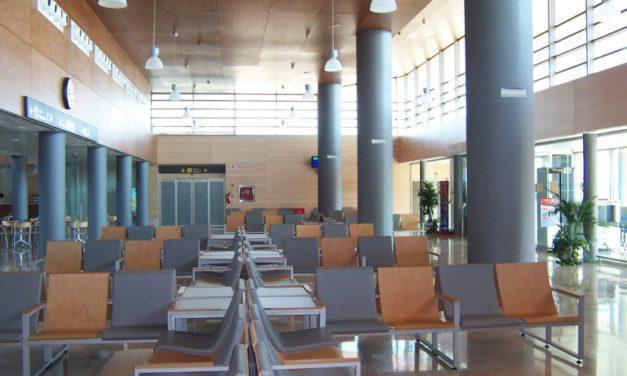 Alcalde olvida la Mesa del Aeropuerto, los vuelos de verano, la Plataforma Logística y el Parque Aeronáutico